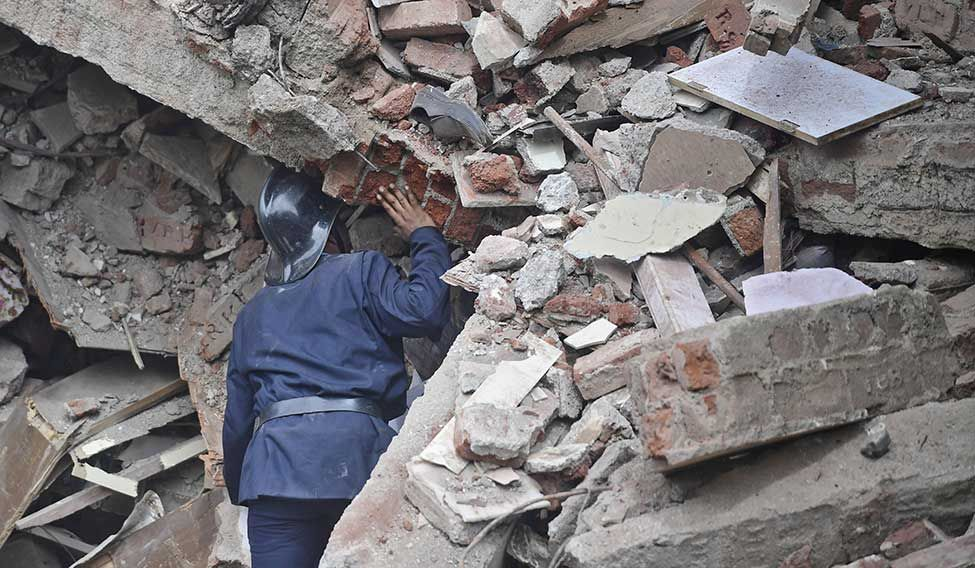 Bombay-Building-Collapsed-06