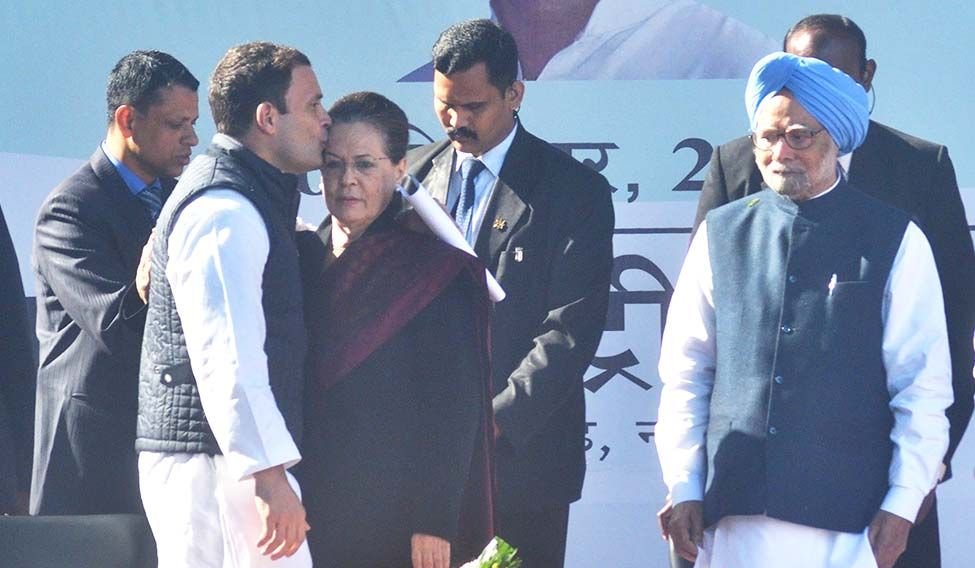 Rahul Gandhi, Sonia arrive for crucial meeting at 24, Akbar Road