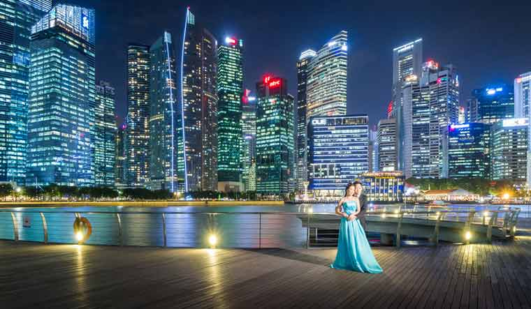 Skyscraper-backdrop-wedding-photo