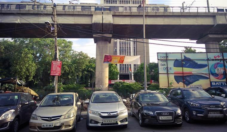 cars parked delhi
