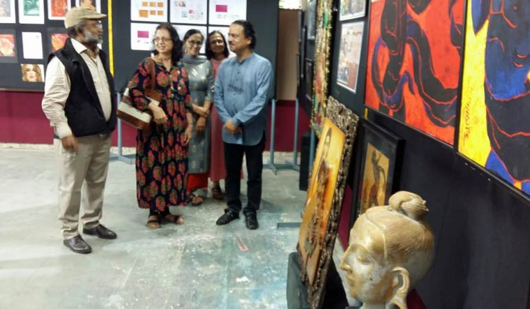 Mumbai Jj School Of Arts Alumni Come Together For Unique Art Exhibit The Week