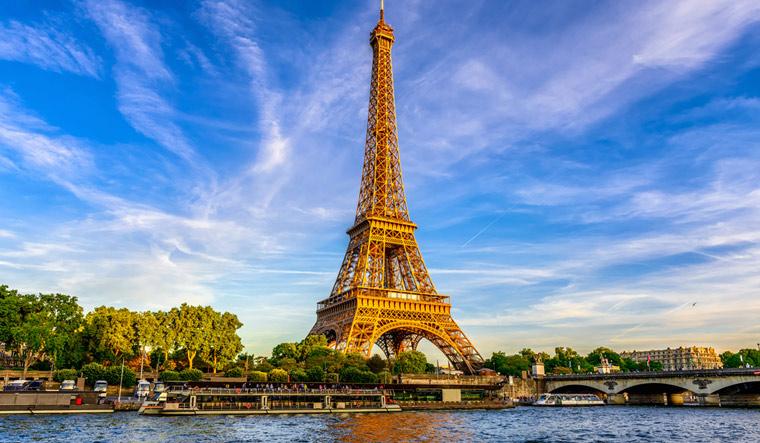 Strolling Around Paris The Week