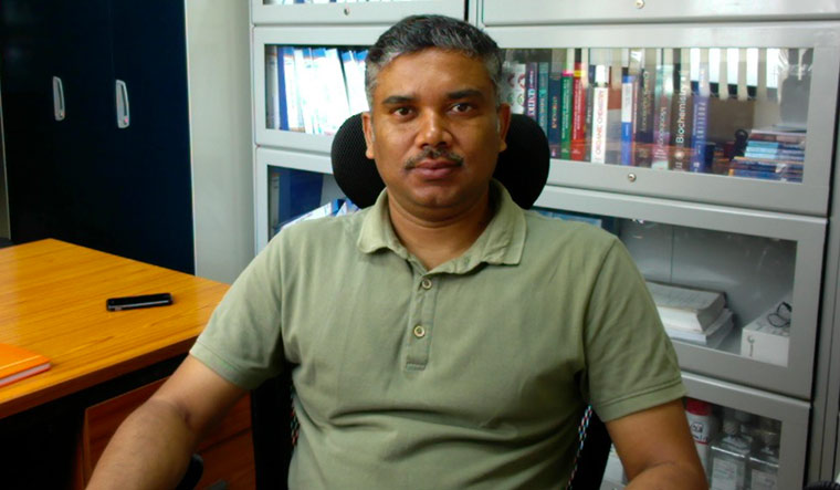 Dr Bhabatosh Das