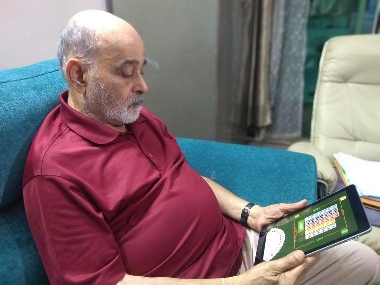 Chander Aiyar plays bridge online.