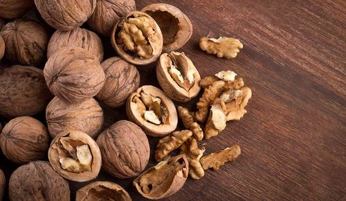 9-Satiating-walnuts