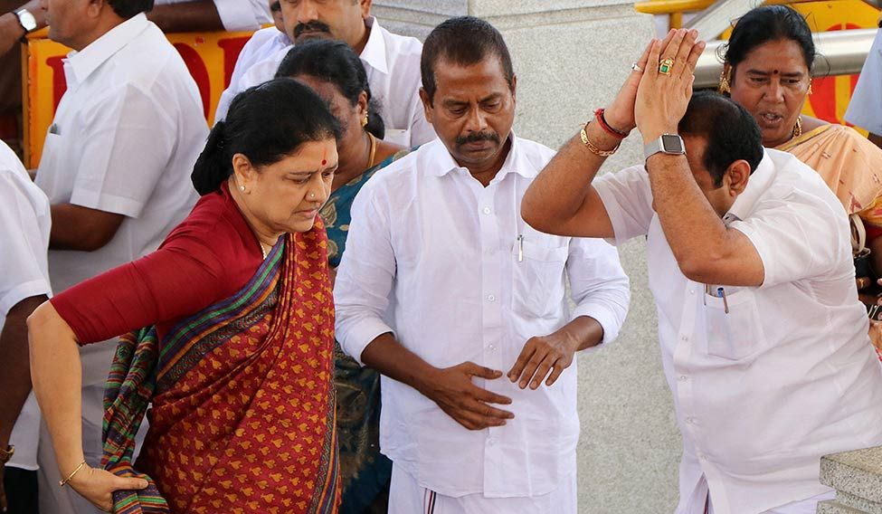 Sasikala judged more harshly than Jaya