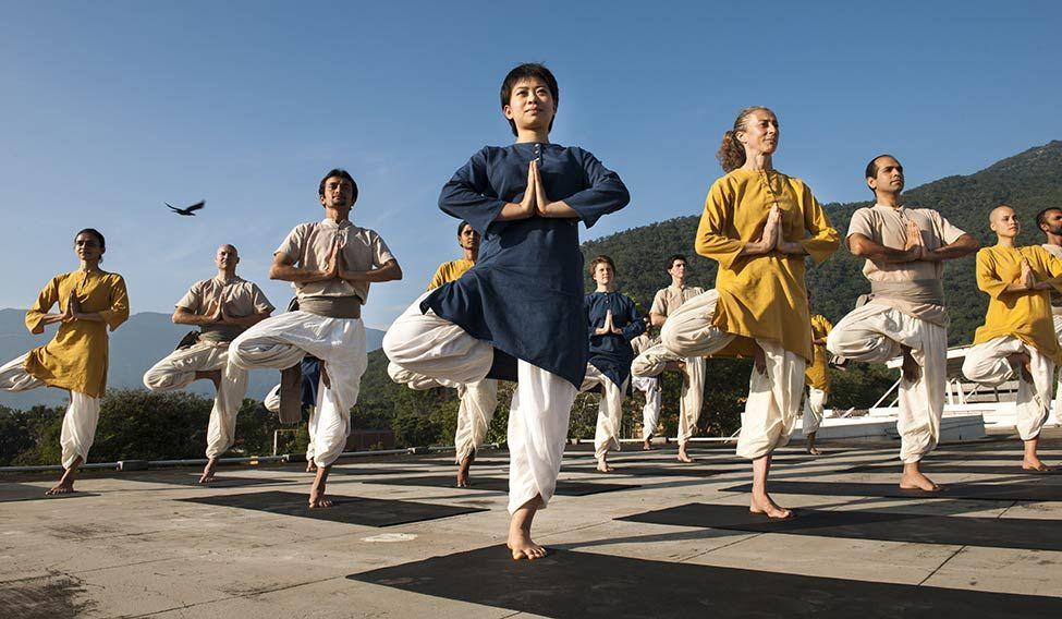 72-Hatha-yoga-class