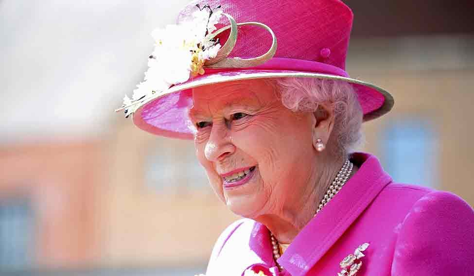 Queen Elizabeth in line for pay rise