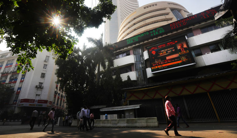 Sensex rallies over 400 pts in early trade to reach 59,550