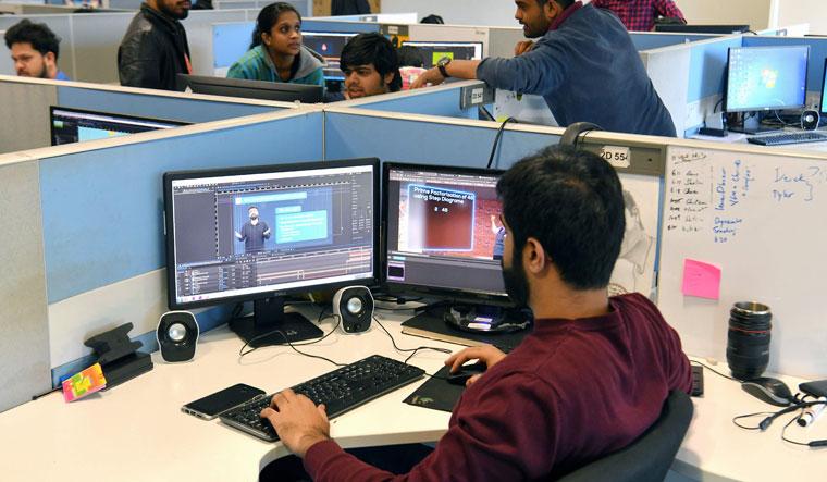 INDIA-ECONOMY-EDUCATION-TECHNOLOGY-AMAZON