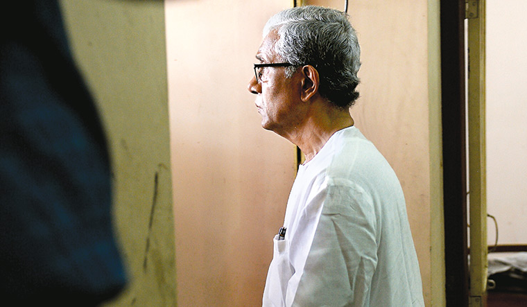 Moment of grief: Manik Sarkar pays his last respects to Khagendra Jamatia at the CPI(M)'s state headquarters in Agartala | Salil Bera