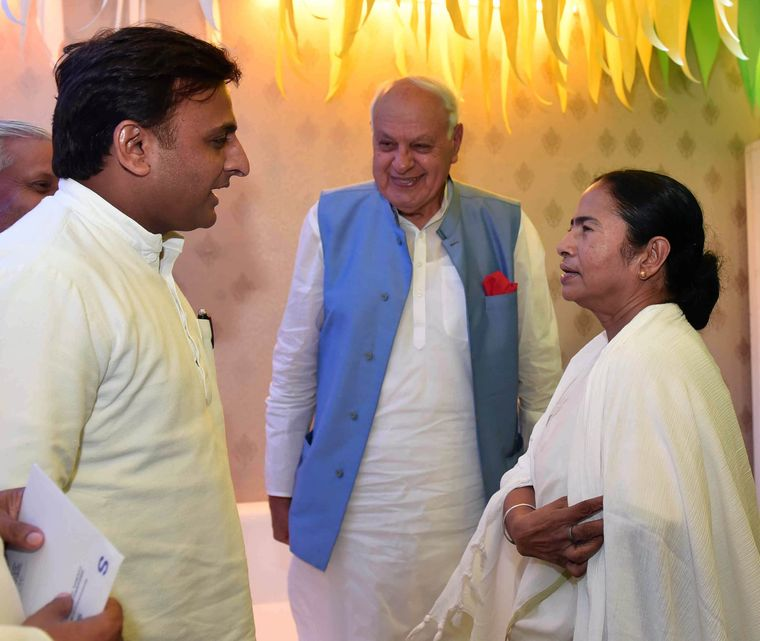 Against the common enemy: Samajwadi Party leader Akhilesh Yadav and National Conference leader Farooq Abdullah with West Bengal Chief Minister Mamata Banerjee.