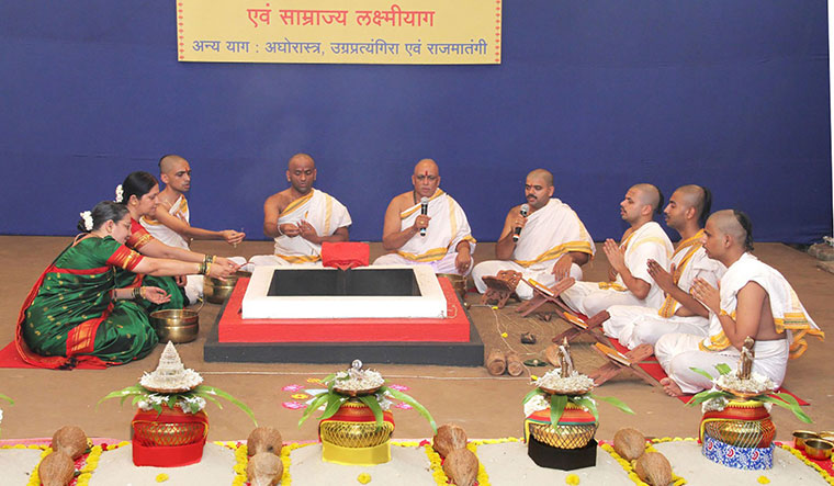 37-sadhaks-performing-yajnas