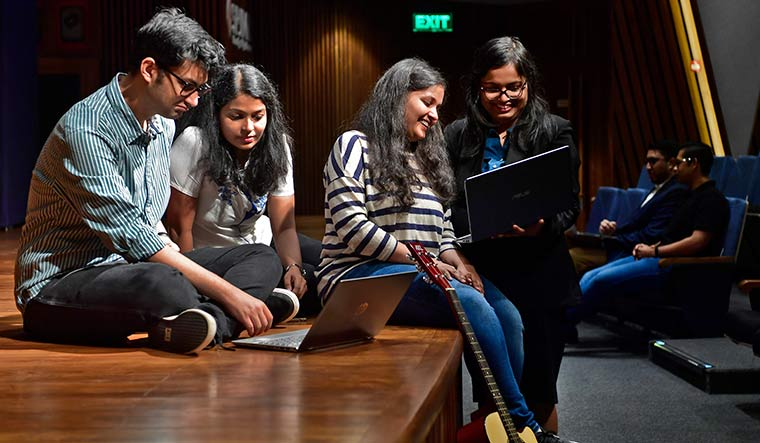 Learning to live: Students at S.P. Jain Institute of Management and Research, Mumbai | Amey Mansabdar