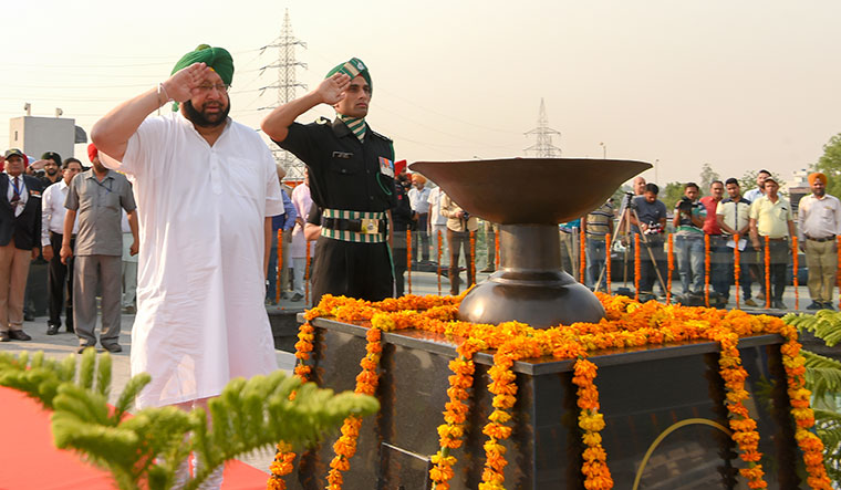 Captain Amarinder Singh pays tribute to the martyrs at the Amar Jyoti in Jallianwala Bagh