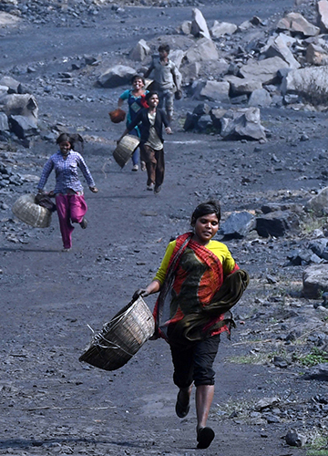 villagers escape from guards at a BCCL dumping area.