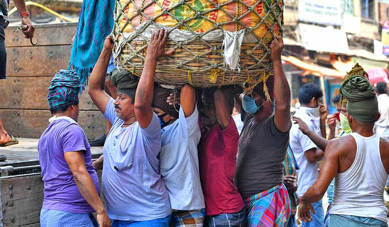 Heavy lifting: Labourers in Kolkata have not been following social distancing norms | Salil Bera