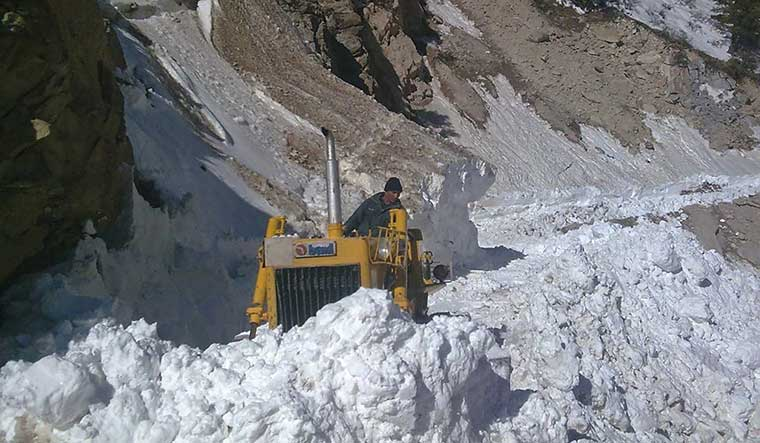 50-clearing-snow-near-Kalapani