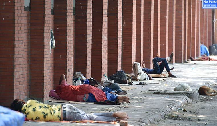 Bad times: People sleeping outside LNJP hospital in Delhi | Aayush Goel
