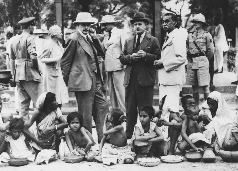 Gruel and the gruelling war: Viceroy Lord Wavell during a visit to a kitchen for famine victims in Kolkata. The fall of Burma, from where rice used to be imported, led to widespread deaths in Bengal | Getty Images
