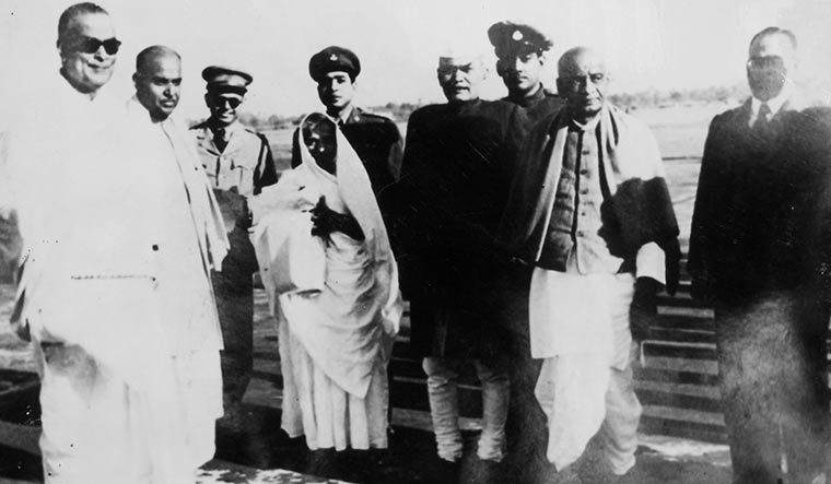 Receiving Sardar Vallabhbhai Patel at the Dum Dum airport, with Dr B.C. Roy (right) in 1949 | Courtesy Spmrf