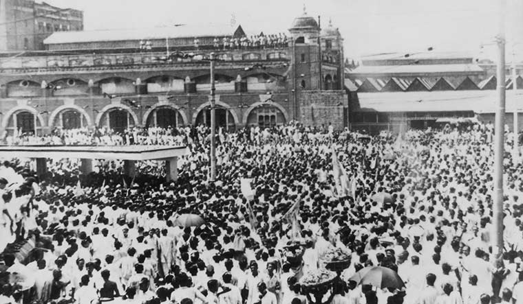Crowd awaiting Mookerjee at the Howrah station, after his resignation from the Nehru cabinet in 1950 | Courtesy Spmrf