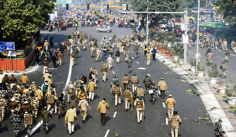 Khaki block: Police chase away protesters as they march towards the capital   Aayush Goel