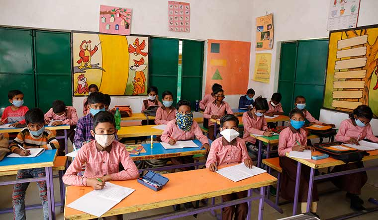 Reinventing learning: A class in progress at a government primary school at Makdhumpur in Ghazipur   Pawan Kumar