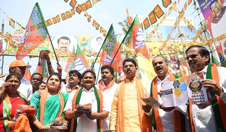 Battlecry: Former deputy chief minister R. Ashoka (yellow kurta) and BJP MP P.C. Mohan (Ashoka's right) participate in the 'Save Bengaluru' campaign | Bhanu Prakash Chandra