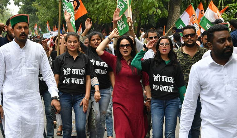 Together for her: Youth Congress workers march to Parliament in protest against the delay in the Unnao rape case investigations | Arvind Jain