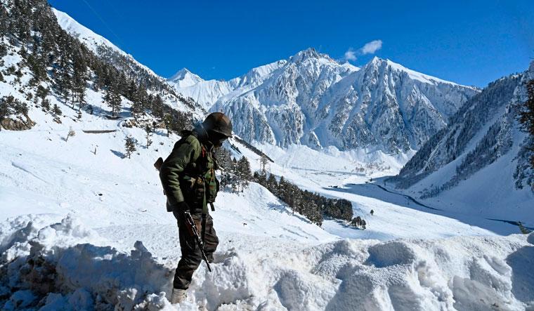 INDIA-WEATHER-SNOW