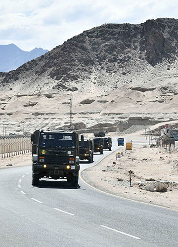 Call of duty: Indian Army convoy in Leh.