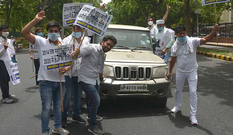58-cong-protest-fuel-price-hike