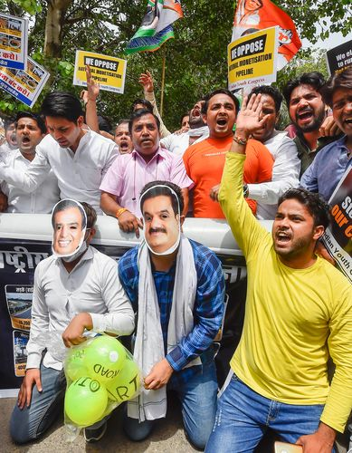 Policy battle: Youth Congress members in Delhi stage a demonstration against the monetisation pipeline | PTI