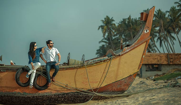 Praveen Selvan and Suneesha Shaji on Kappil Beach | Roy Lawrence/Weddplanner