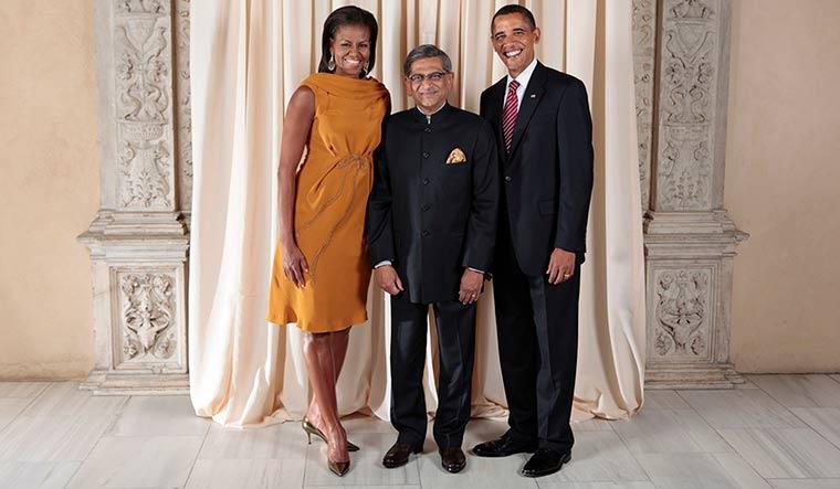 71-Krishna-with-Barack-and-Michelle-Obama