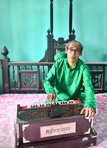 Strained chords: Harmonium player Pradip Kumar Palit lost all his students during the lockdown   Salil Bera