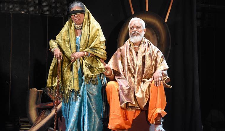 121-Queen-Gandhari-and-King-Dhritarashtra