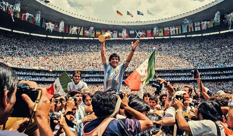 The iconic Maradona picture.
