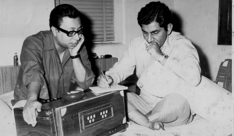 Anand Bakshi with R.D. Burman, working on the song 'Dum Maro Dum'
