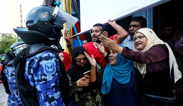 38-maldives-opposition-supporters