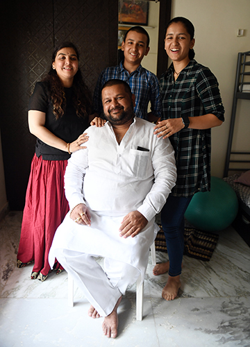 Home-school of thought: Naina and Agastya with their parents Ashwini Kumar Jaiswal and Bhagyalaxmi | Bhanu Prakash Chandra