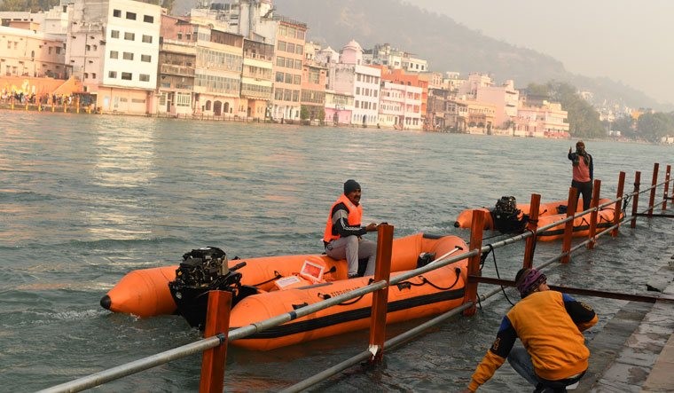 Divers on standby in case of drowning incidents