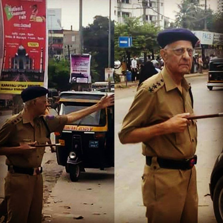 Old is gold: Joe gonsalves controlling the vehicles at a traffic hotspot in mangaluru. Even at this ripe age, he voluntarily serves the people  of his town with his polite road safety suggestions | Twitter@MangaloreCity