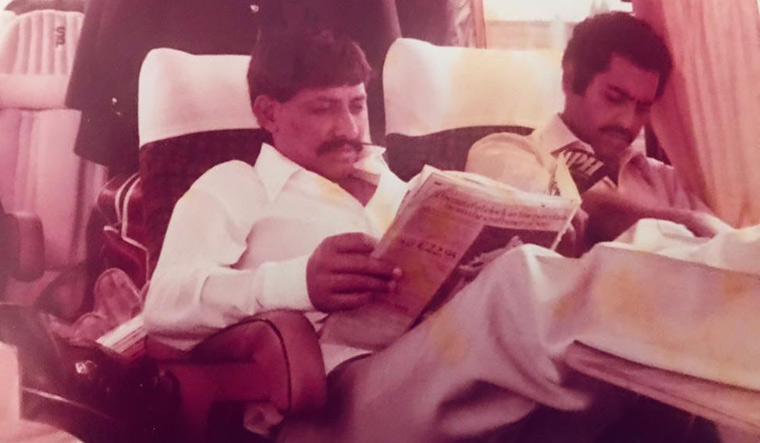Chetan Chauhan and Yajurvindra Singh in the team bus.