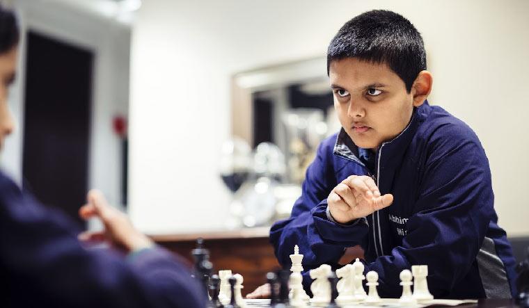 À 12 ans, un Américain devient le plus jeune grand maître d'échecs de l'histoire