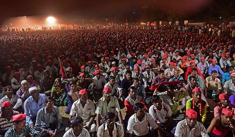The red sea: The farmers at Azad Maidan, Mumbai   Amey Mansabdar