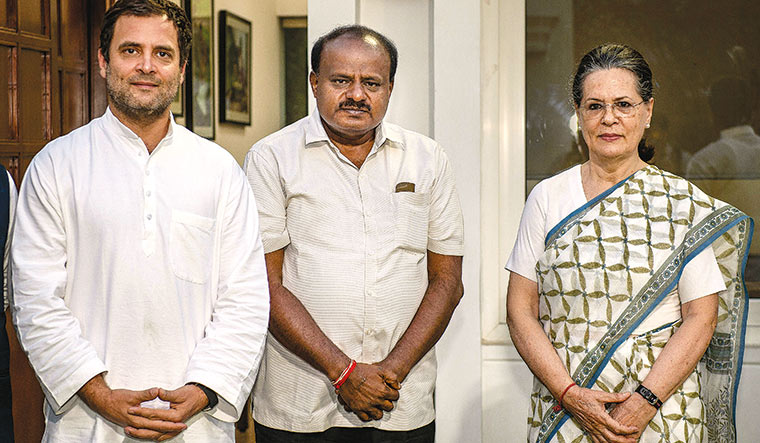 Done deal: Kumaraswamy with Rahul Gandhi and Sonia Gandhi | PTI