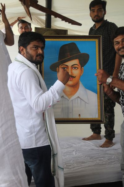 Channeling revolution: Hardik Patel with a photo of Bhagat Singh before starting his fast | Janak Patel