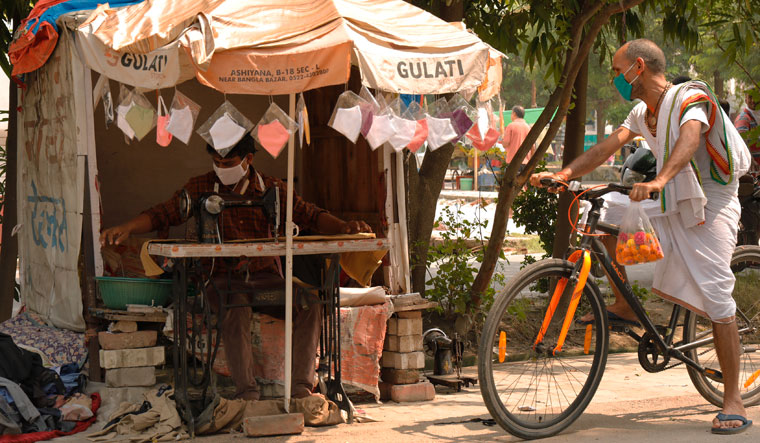 Stitch in time: A tailor makes masks by the roadside in Lucknow  | Pawan Kumar